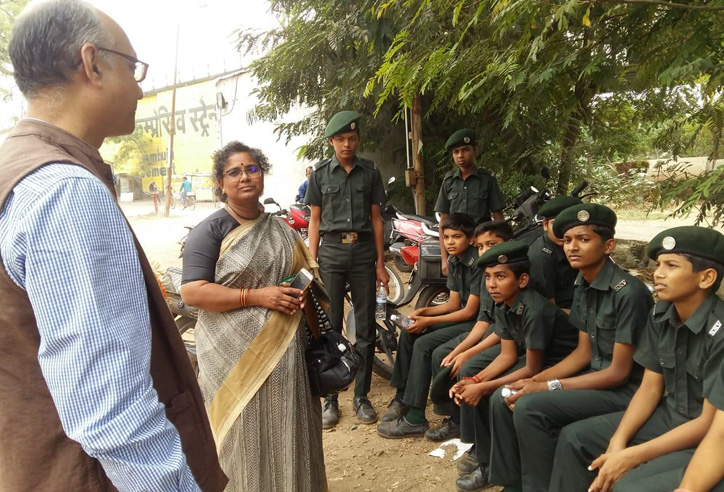 Shri Rajesh Gohil, Accounts Officer and Administrative Officer (Addl.Chg.), CFSI interacting with student (little soldiers) and teacher, Smt. Arundhati Kawadkar. of Sanmitra Sainik Vidyalay, Ballarpur.